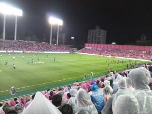 サッカー観戦 持ち物 雨