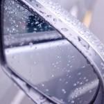雨の日の車の乗り降り!車内や体が濡れない方法は?